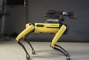 Le robot-chien Spot de Boston Dynamics lors d'une demonstration.