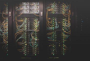 Des câbles dans un data centers aux Etats Unis.