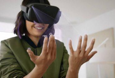 Une jeune femme portant le casque Oculus Quest.